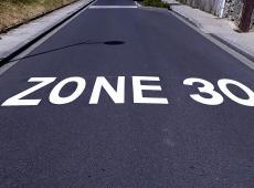 Marquage d'une ZONE 30 à Beaumont-la-Ronce (37).