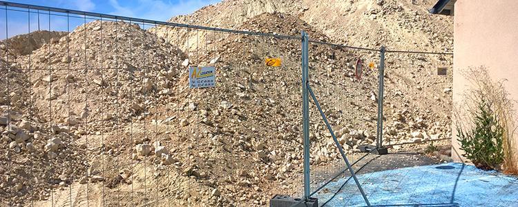 Mise en place de barrière de chantier à l'Ile Bouchard par notre service de location