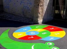 Jeux thermocollés réalisés dans la cour de l'école de St Étienne de Chigny (37)