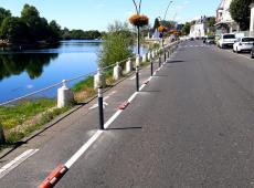 Installation de potelets type Pole Cône City et de séparateurs le long des quais du Cher à Montrichard.