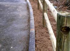 Pose de clôture et barrière en bois à Bléré par nos équipes.