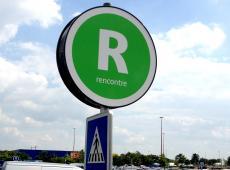 Panneau de parking au Carrefour des Atlantes - St Pierre des Corps (37)