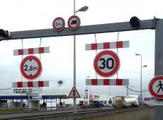 Signalisation d'entrée de parking au Carrefour des Atlantes - St Pierre des Corps (37)
