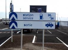 Signalétique directionnelle au Carrefour des Atlantes - St Pierre des Corps (37)