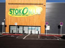 Pose de panneaux et marquage au sol sur le parking du magasinStokomani Toursde Chambray-lès-Tours (37).