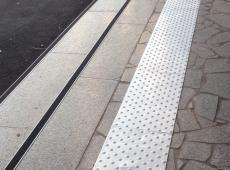 aménagement urbain - clous podotactiles